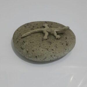 hiasan meja unik dari bahan batu